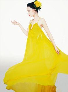Naty Chabanenko in Chloé photographed by Erik Madigan Heck for Harper's Bazaar UK, May Yellow Fashion, Fashion Colours, Colorful Fashion, Christian Dior, Robe Diy, Yellow Orchid, Fashion Images, Fashion Trends, The V&a