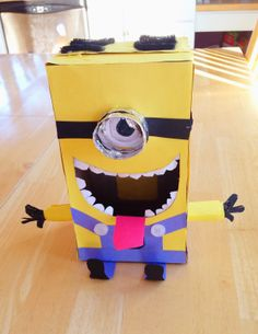 Holly's Arts and Crafts Corner: DIY Craft Project: Yes! You CAN make your own Valentines!...Minion Valentine box