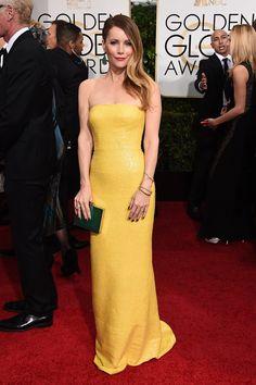 Leslie Mann arrives on the 2015 Golden Globe Awards Red Carpet in a sunny KaufmanFranco dress.