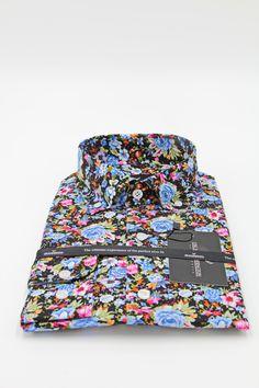 Men's Shirt for the perfect summer occasion. Meet our Venize floral shirt! A shirt that will make you in center of attention any time and everywhere. See more now!