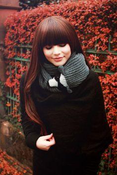 Стильный аксессуар для холодного времени года: шарф, который может и укусить!