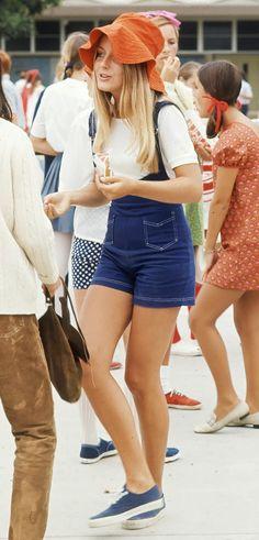 1969 Female in overalls, a white t-shirt, and an orange hat Foto Fashion, Fashion History, Nyc Fashion, Spring Fashion, Winter Fashion, Foto Fantasy, High School Fashion, High School Style, Campus Fashion
