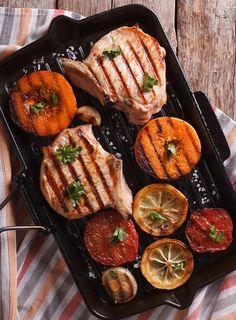 Grillowany schab z kością #intermarche #inspiracje #przepisy #schab Grill Pan, Grilling, Kitchen, Recipes, Food, Atelier, Griddle Pan, Cooking, Crickets