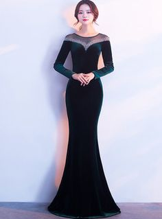 ideas fashion dresses 2019 long sleeve for 2019 Maid Of Honor Dress Long, Gaun Dress, Green Velvet Dress, Velvet Fashion, Beautiful Prom Dresses, Formal Gowns, Party Fashion, Designer Dresses, Marie