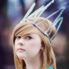 Create this whimsical crown out of one simple supply: Pipe Cleaners! Works wonderfully as a photo prop, a costume edition or for parties.