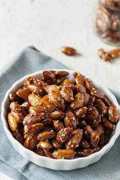 Recipe: Maple-Tamari Roasted Almonds — Snack Recipes from The Kitchn Clean Recipes, Raw Food Recipes, Snack Recipes, Healthy Recipes, Clean Foods, Spicy Almonds, Savory Snacks, Easy Snacks, Noel