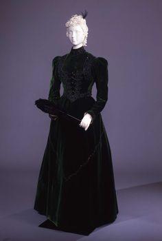 Visiting dress ca. 1890From the Galleria del Costume di Palazzo Pitti via Europeana Fashion