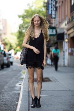 How To Wear Top Outfits In Summer - Fashion Outfits Photomontage, All Black Looks, Cocktail Attire, Lace Outfit, Models Off Duty, Outfit Combinations, Mode Inspiration, Color Negra, Black Tank Tops