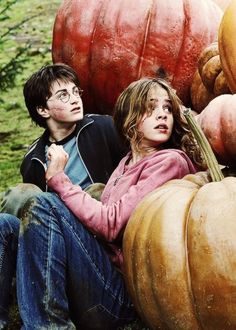 Harry Potter and Hermione Granger in Harry Potter and the Prisoner of Azkaban.