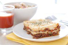 Receta de lasaña de carne con tomate hecha con Thermomix®. Rellena las capas entre placas de pasta de carne sola o carne y bechamel. Te quedará deliciosa.