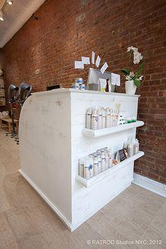 Check-out Desk! Spa Design, Salon Design, House Design, Salon Waiting Area, Tattoo Salon, Spa Rooms, Home Salon, Salon Style, Front Desk