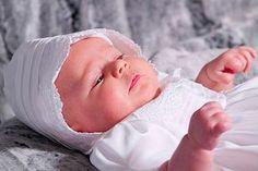 Die Fürbitten bei einer Taufe können von mehreren Personen im Wechsel gelesen werden. Hier kommt eine kleine Auswahl der schönsten Tauf-Fürbitten. © Thinkstock