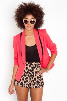 Love this look. From the hair to the shorts, and everything in between. Love it!