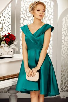 You can find here the most beautiful online dresses made by famous designers⭐ Pick your favourite and order now! Dress Images, Elegant Dresses, Fasion, Dress Making, Dresses Online, Latest Trends, Most Beautiful, Sexy, Lisa