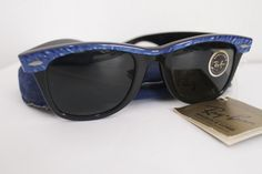 Model : Rayban Wayfarer Streetneat Electric Blue  Saiz Lense : 50mm Jenis Lense : G-15 Deskripsi :  -N.O.S  - Softcase Harga : www.malayaoptical.com