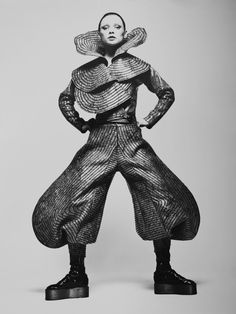 Kansai Yamamoto, el diseñador que asombró a Bowie - T Spain Punk Fashion, Runway Fashion, High Fashion, Lolita Fashion, Fashion Boots, Style Fashion, Rei Kawakubo, Kansai Yamamoto, Yohji Yamamoto