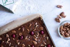 Brownies s olivovým olejem, pekanovými ořechy a solí Maldon | KITCHENETTE