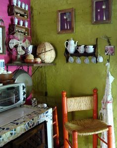 Paula confiesa que ni ella ni Sandro, su marido, tuvieron interés en cómo lucían sus casas hasta que llegaron a ésta, en Pacheco, donde hoy viven con sus tres hijos: Candela, Lorenzo y Camilo. Escu…