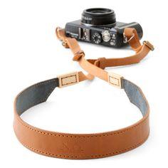カメラストラップ メープル×牛革(茶) 4725yen 一眼レフをスタイリッシュにおさめるレザーストラップ