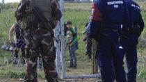Венгрия мобилизовала резервистов из-за проблем с беженцами. Министерство обороны Венгрии объявило о мобилизации добровольческих групп военных-резервистов из-за прибывающих беженцев из Ближнего Востока. Венгрия,Европейский союз,Хорватия,беженцы,войны и вооруженные конфликты,мигранты. НТВ.Ru: новости, видео, программы телеканала НТВ