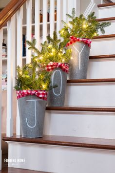 Whether you prefer a sleek modern look or antique and rustic touches, these 50 Christmas porch decoration ideas are sure to inspire you in Noel Christmas, Winter Christmas, All Things Christmas, Christmas Crafts, Christmas Porch Ideas, Christmas Front Porches, Christmas Wreaths, Christmas Decor For Stairs, Diy Christmas Jewelry
