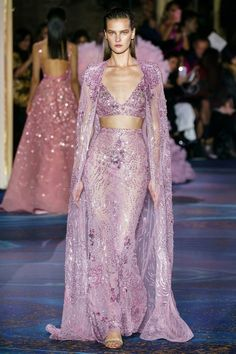 An absolute favourite. An interesting take on couture. Hope to see some celeb take a chance on this on the red carpets Zuhair Murad Spring 2019 Couture Collection - Vogue Haute Couture Paris, Spring Couture, Haute Couture Fashion, Couture Week, Juicy Couture, Zuhair Murad, Couture Dresses, Fashion Dresses, Runway Fashion