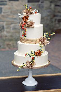 Hochzeitstorte: http://www.stylemepretty.com/new-york-weddings/2012/03/27/blue-hill-at-stone-barns-wedding-by-gabriella-new-york-bridal-salon/