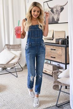 KAN CAN Charlotte Overall Jeans - Medium Wash womens casual overall style jeans closet candy front Cute Overalls, Overalls Outfit, Overalls Women, Dungarees, Overalls Style, Denim Overalls, Fall Fashion Outfits, Spring Outfits, Casual Outfits