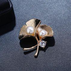 Brosa moderna pentru femei, sub forma de frunze Ginkgo cu insertii de perle si strasuri