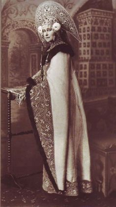 Grand Duchess Elisabeth Fyodorovna Date April Wearing a costume dress for the Ball at the Winter Palace, with gathered the entire Imperial family and the most prominent figures of the Russian High Nobility. Costume Ethnique, Tsar Nicolas Ii, Princess Fancy Dress, Fancy Dress Ball, Image Mode, Court Dresses, Winter Palace, Imperial Russia, Russian Fashion