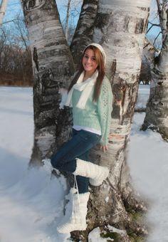 winter senior pic, outdoor senior pic, senior pic with snow