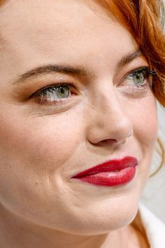 Celebrity photos that are really close-up. Celebs with bad skin, nose jobs, hair transplants, bad teeth. Close Up Faces, Close Up Photos, Makeup Photoshop, Eyelash Lift, Popular Actresses, Hair Transplant, Emma Stone, Nicole Kidman, Indian Beauty