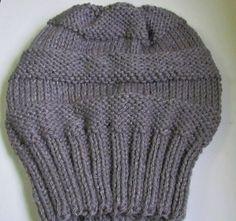 Gorro de lã comprido, confeccionado em tricô de lã. Cor a escolha na encomenda.