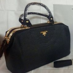 In Indian Fashion Shopping store we have Prada Black Shoulder Bag with product ID tPQq7 with price of Rs 3300 indianfashionshopping.com