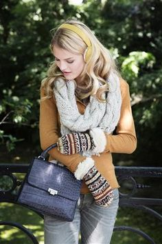 Earmuffs, scarf, mittens and black little purse. By Veritas. Earmuffs, Mittens, Winter Things, Glamour, Comfy, Purses, Cute, Accessories, Black