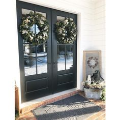 How many ways can you style a Therma-Tru entry? So many ways! Browse our inspiration photo gallery for great ideas. Front Door Entrance, House Front Door, Front Entry, Entry Doors, Front Porch, Double Doors Exterior, Double Front Doors, Porch Decorating, Interior Decorating