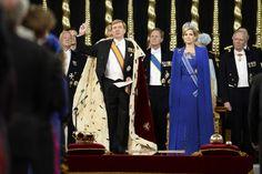 Koning Willem-Alexander legt de eed tijdens zijn inhuldiging in De Nieuwe Kerk.