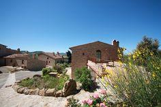 Storia di un borgo recentemente ricostruito dopo cinquant'anni di abbandono.