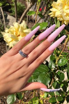12 Dead Serious Ways to Wear Coffin Nails : Extra Long Coffin Nails goodhousemag Because long nails give you more to work with. Coffin Shape Nails, Coffin Nails Long, Long Acrylic Nails, Long Nails, Acrylic Nail Shapes, Acrylic Nail Designs, Nails Kylie Jenner, Nails Yellow, Neon Yellow