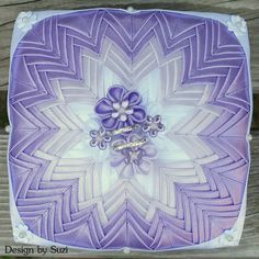 Design by Suzi: Guest post: Patchworková šperkovnica (Patchwork Jewel Box) Quilted Ornaments, Fabric Boxes, Jewel Box, Ribbon, Tapestry, Jewels, Sewing, Home Decor, Scrappy Quilts