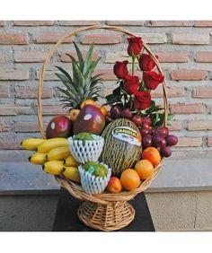Cesta de Frutas Variadas Fruit Flower Basket, Fruits Basket, Basket Flower Arrangements, Floral Arrangements, Fruit Hampers, Vegetable Bouquet, Homemade Gift Baskets, Edible Bouquets, Holiday Gift Baskets
