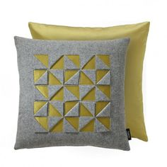 5 Marvelous Useful Tips: Decorative Pillows Arrangement King Beds decorative pillows with words pottery barn.Decorative Pillows Ideas Home decorative pillows modern cushion covers. Sewing Pillows, Diy Pillows, Throw Pillows, Rustic Decorative Pillows, Decorative Pillow Covers, Reverse Applique, Triangle Design, Pillow Arrangement, Scatter Cushions