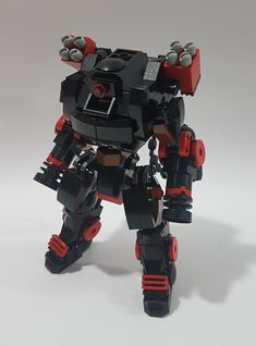 Heavy Artillery Mech with Gatling Gun and a couple of Missile Launchers to seek and destroy