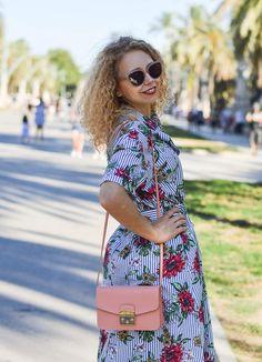 Outfit: Zara Blouse Dress with Flowers and Stripes, Furla Bag and Adiletten in Barcelona - Kationette Emo Dresses, Flower Dresses, Women's Fashion Dresses, Furla Bag, Barcelona, Zara, African Traditional Dresses, Shalwar Kameez, Blouse Dress