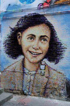 Jimmy C in Berlin - portrait of Anne Frank next to Anne Frank Museum