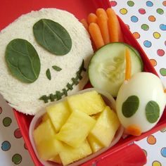 Jack Skellington Bento Box..... I'd be so T.O.'d if I had ever opened up my lunch box and found this. Thanks mom :)
