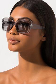 Clear Sunglasses, Stylish Sunglasses, Sunglasses Accessories, Fashion Accessories, Trending Sunglasses, Sunglasses Women, Fashion Eye Glasses, Eyeglasses For Women, Fashion Week