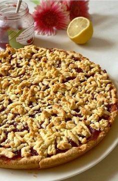 Самый вкусный тертый пирог  Без сомненья, это один из лучших рецептов тертого пирога! Рецепт живет в нашей семье уже не одно поколение. Пирог получается ВСЕГДА очень нежный и рассыпчатый. Да и само тесто очень приятное: эластичное, мягкое и податливое. Одна проблема: съедается еще быстрее, чем готовится.  Ингредиенты:  2.5 ст. муки 1 пачка маргарина (200 г) 1 яйцо 0.5 ст. сахара 0.5 ч.ложки соды 2 ст. ложки майонеза 1 ст. ложка сока лимона 0.5 стакана не очень жидкого варенья или повидла…