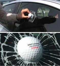 balle de golf sur vitre