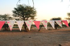Hessian, Bunting, Container, Facebook, Red, Garlands, Buntings, Canisters